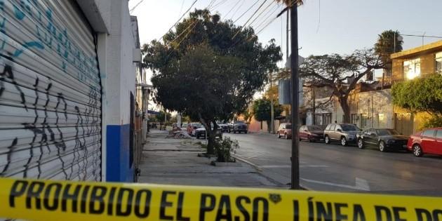 Asesinan a una mujer en negocio de tacos en Guadalajara