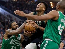 """The Greek Freak"" (centro) está entre los candidatos a ser MVP de la NBA. AP / A. Gash"