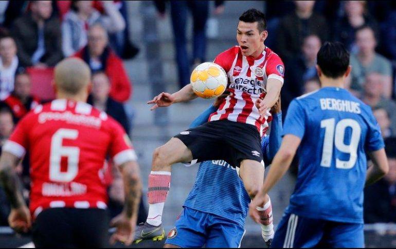 Gol de crack firmado por 'Chucky' mantiene al PSV en el liderato