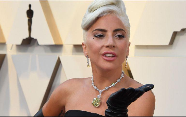 1b0d44ac78cc Lady Gaga usó en los Oscar collar de 30 MDD que portó Audrey Hepburn ...