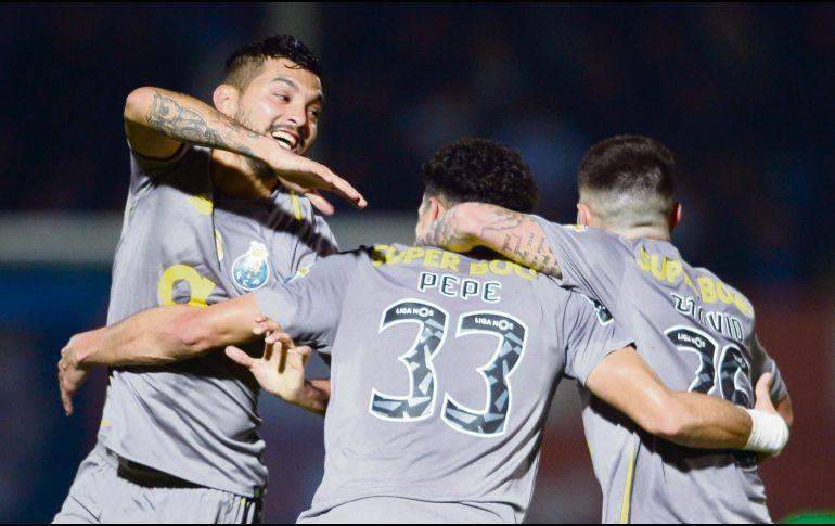 Tecatito Corona renueva con el Porto hasta 2022