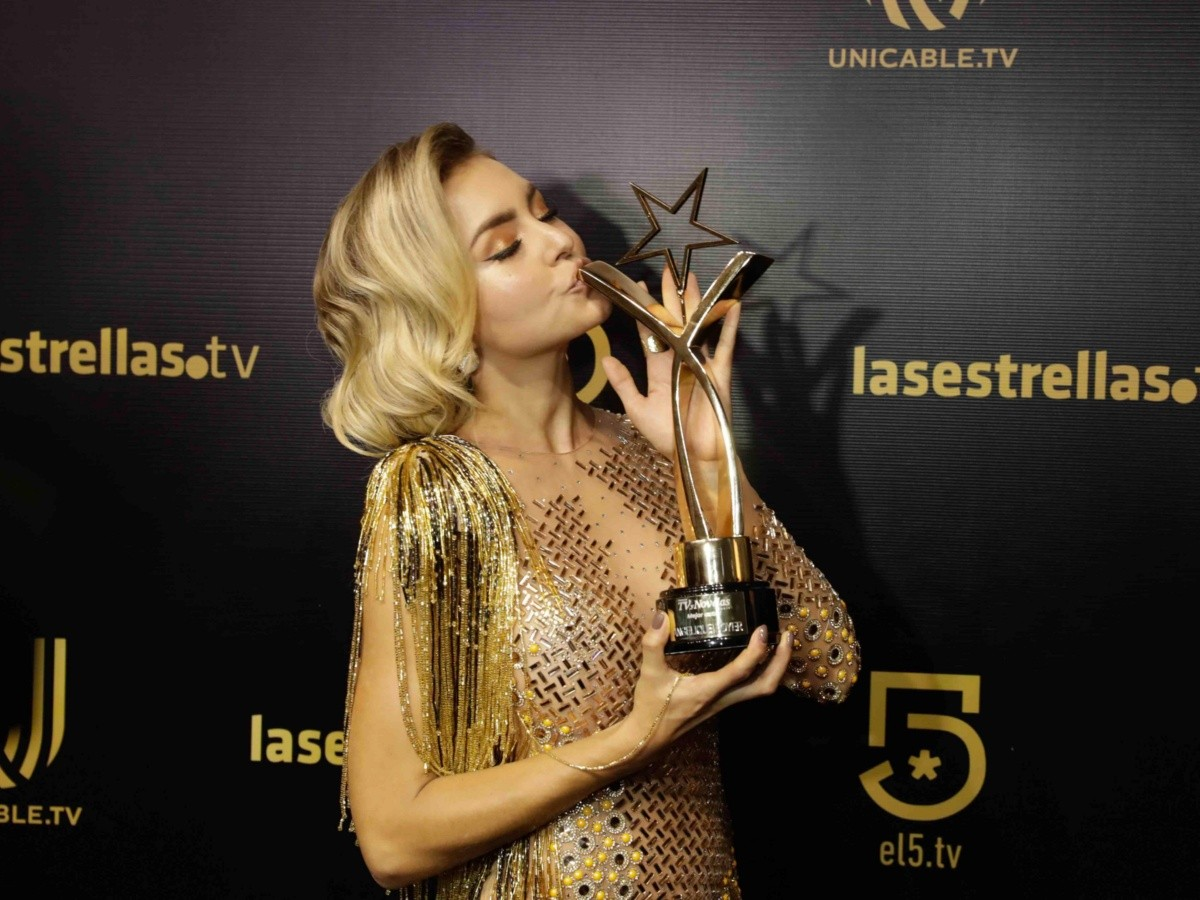 Angelique Boyer Se Pone Vestido Al Revés En Los Premios