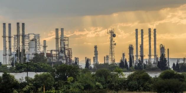 López Obrador defiende licitación restringida para refinería