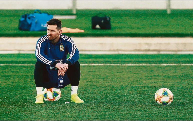 Messi tiene molestias y enciende alarmas en Argentina y Barcelona