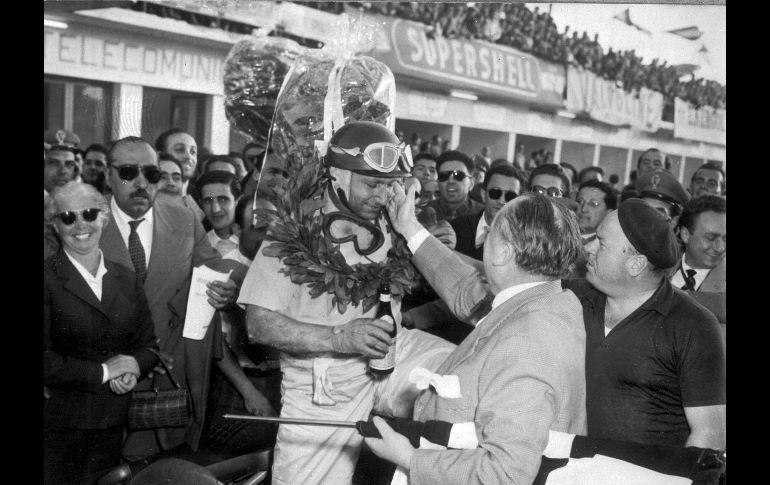 Juan Manuel Fangio logró cinco títulos en las primeras ocho temporadas de la historia. AP