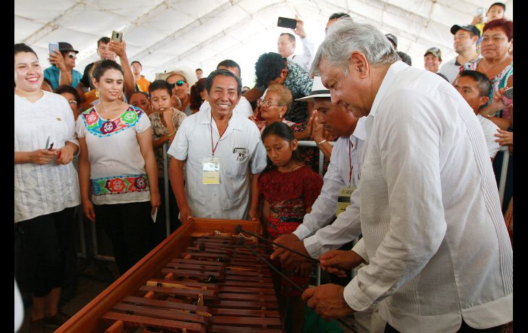 El artesano dijo que invirtió siete mil pesos y una semana de trabajo en la marimba. NTX/F. Estrada