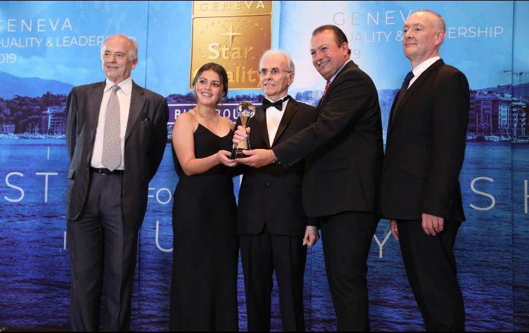 """El equipo de Murotech al recibir el premio """"International Star For Quality"""" de BID, en una ceremonia realizada en la ciudad de Ginebra, Suiza. ESPECIAL"""