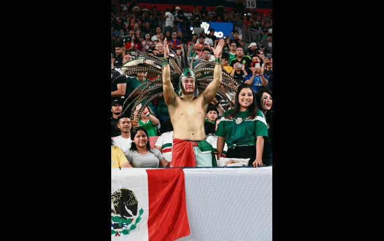 Las tribunas lucieron llenas de aficionados tricolores. EFE
