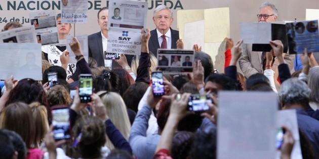Lanzan reclamos en Palacio Nacional por desaparecidos
