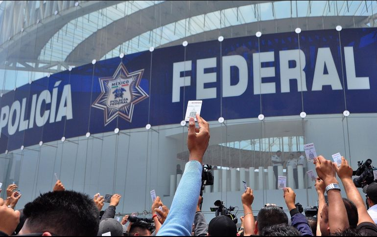 53824272156 Policías federales inconformes se manifiestan desde la semana pasada en el  centro de mando de la