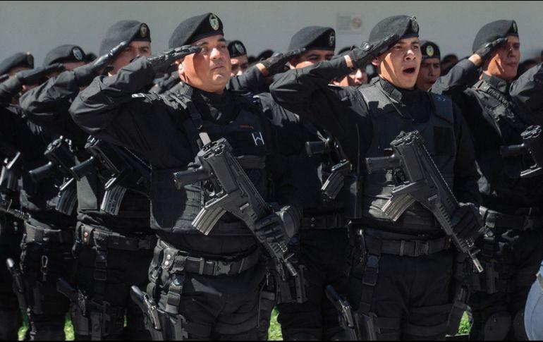 La mayoría de elementos encuestados opinan que se debe aumentar el sueldo y mejorar las capacitaciones para tener más calidad en las corporaciones policiacas. EL INFORMADOR / ARCHIVO