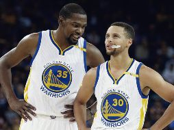 Kevin Durant y Stephen Curry ya no jugarán juntos con los Warriors. AP