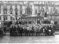 La foto de los sobrevivientes, tomada en 1945 en Praga. LAKE DISTRICT HOLOCAUST PROJECT