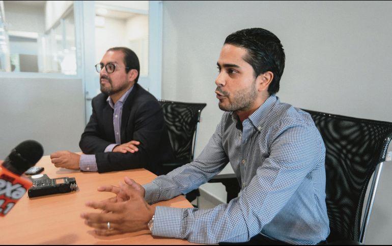 LO NUEVO. Andrés Plasencia (derecha), comparte los detalles sobre la reinauguración de Mazda Galerías. EL INFORMADOR / G. Gallo