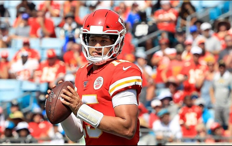 Pese a perder al wide receiver estelar Hill, Patrick Mahomes lanzó para 378 yardas. AP / S. Greenwood