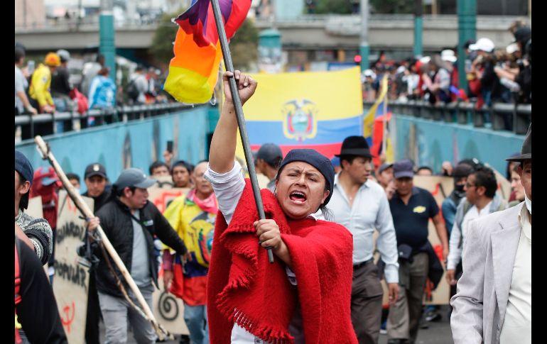 Indígenas lanzan gritos contra el presidente Lenín Moreno. AP/C. Noreiga