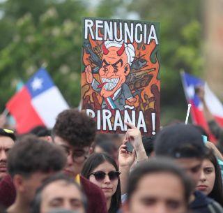 Resultado de imagen para presión de miles de chilenos sobre el gobierno de Sebastián Piñera