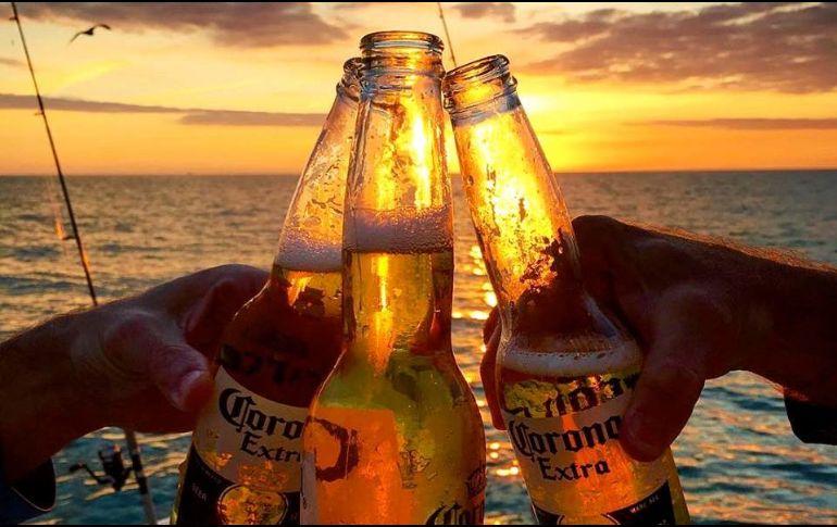 En México, Corona ostenta el 57.3% del mercado, mientras que en Australia, EU y Chile tiene el 6.1, 5.1 y 4.5%, respectivamente.  FACEBOOK/CoronaUSA