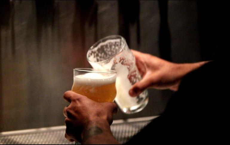 El 5.7% de los hombres y 1.0% de las mujeres consumen bebidas alcohólicas a diario. EL INFORMADOR/ARCHIVO
