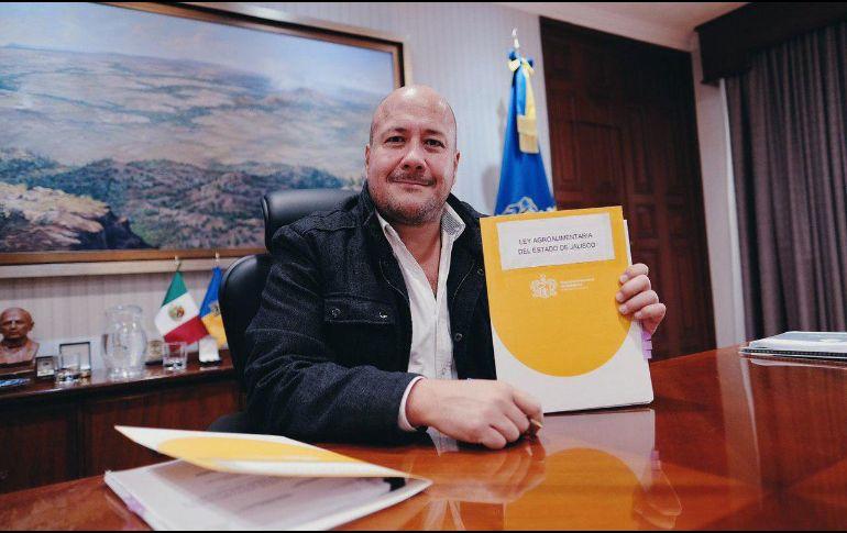 Alfaro explica en redes que esta es la primera Ley Agroalimentaria de México. TWITTER/@EnriqueAlfaroR