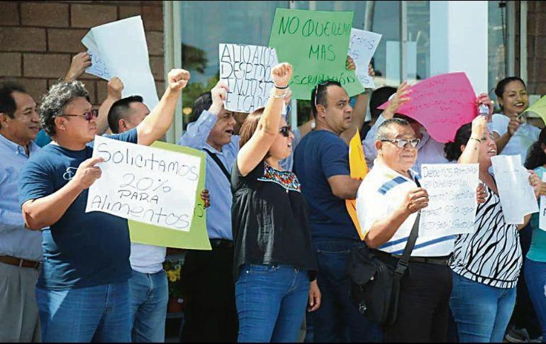 La Confederación Revolucionaria de Obreros y Campesinos (CROC) encabeza la protesta contra Home Depot. ESPECIAL