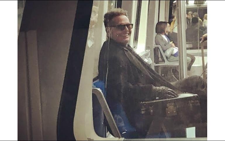 Luis Miguel fue captado en una de las líneas del metro en Madrid con dirección al aeropuerto de esa ciudad. INSTAGRAM / pistaspro