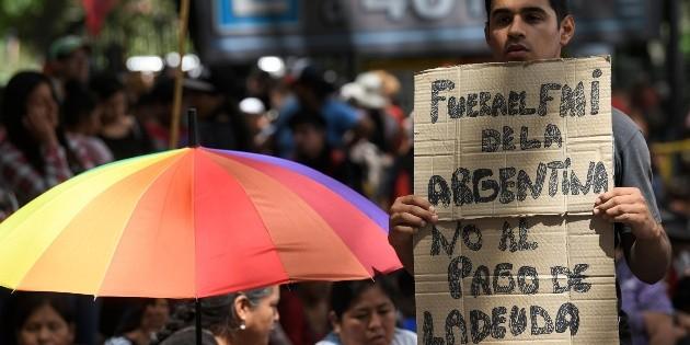 Argentina busca renegociar deuda con FMI