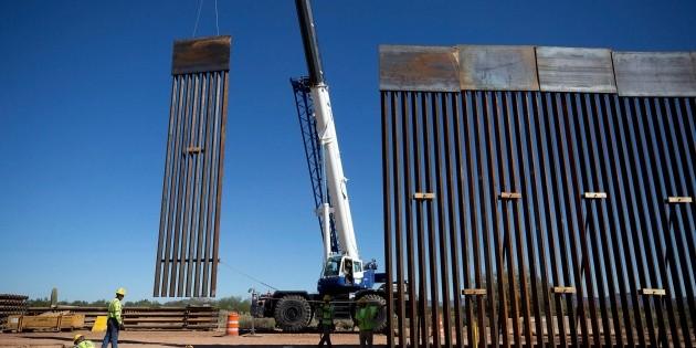 Trump permite a contratistas saltarse la ley para construir el muro