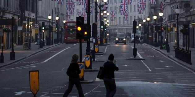 Reino Unido pedirá que inmigrantes dominen el inglés