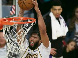 Movido. Anthony Davis fue el líder anotador de los Lakers al destaparse con 32 puntos ante los Celtics. EFE / A. Gallardo