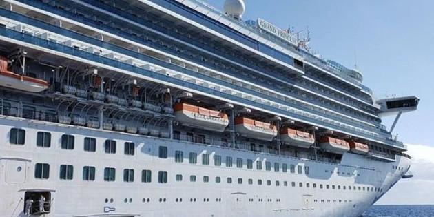 Anuncian que 21 pasajeros de crucero varado en EU tienen coronavirus