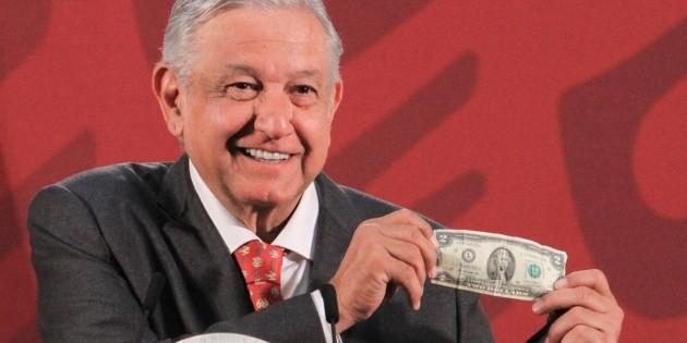 López Obrador presume sus amuletos contra el coronavirus