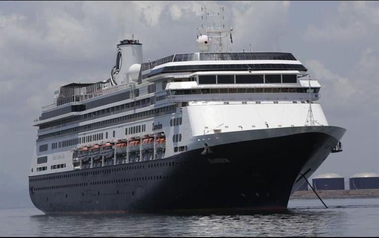 La compañía, del grupo Carnival, dijo que confía en que el Zandaam llegará al Puerto Everglades el 30 de marzo. EFE/C. Lemos