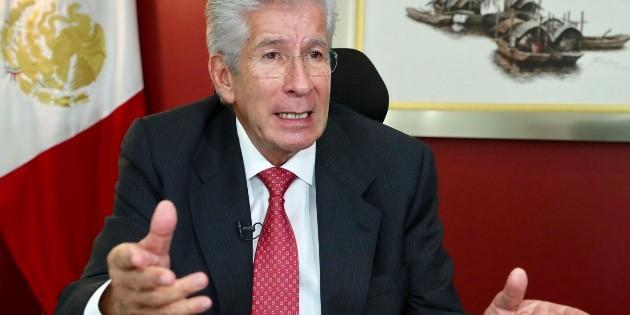 Gerardo Ruiz Esparza sufre infarto cerebral; lo reportan estable