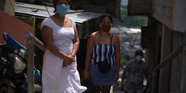 """Coronavirus en Ecuador: """"Embalamos los cuerpos en plástico y esperamos cuatro días para que se los llevaran"""""""