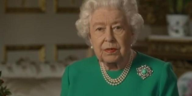 Isabel II pide calma y determinación a los británicos para superar la crisis