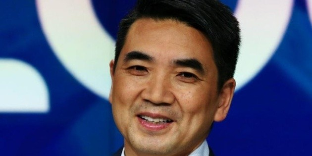 Videollamadas en Zoom: Eric Yuan, el empresario que se hizo multimillonario con el coronavirus (y por qué tuvo que pedir perdón)