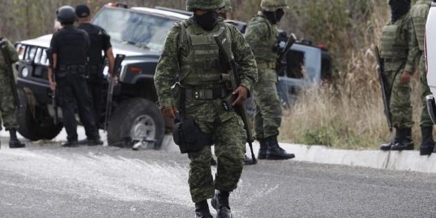Militares y hombres armados se enfrentan a balazos en Sonora