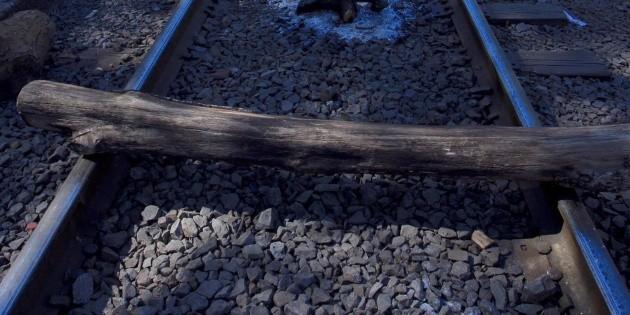 A proceso, siete normalistas por bloquear vías del tren en Michoacán