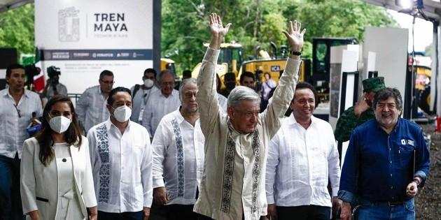 AMLO da banderazo de salida a construcción de Tren Maya
