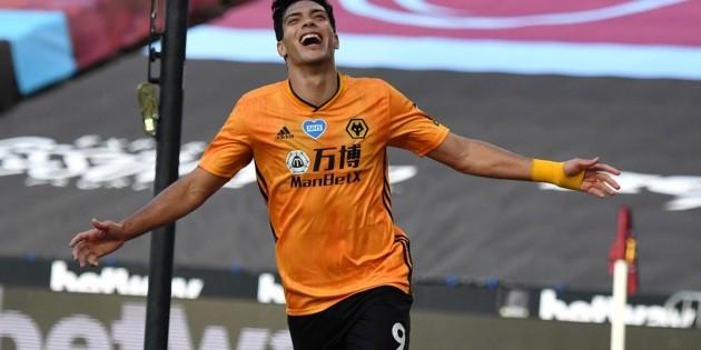 Raúl Jiménez impulsa al Wolverhampton al triunfo