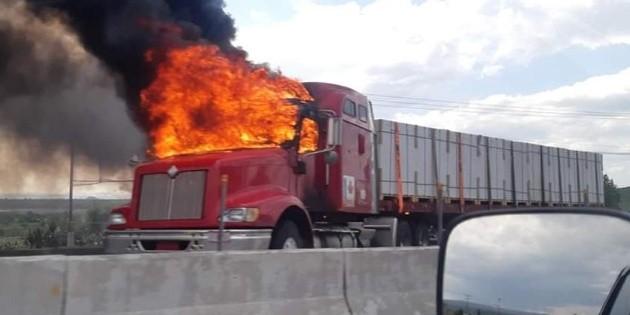 Reportan quema de vehículos en regiones de Celaya, Guanajuato