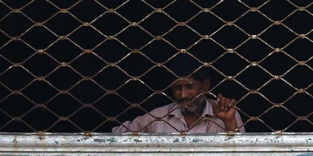 Torturan a periodistas en Pakistán por exponer una zona de cuarentena insalubre