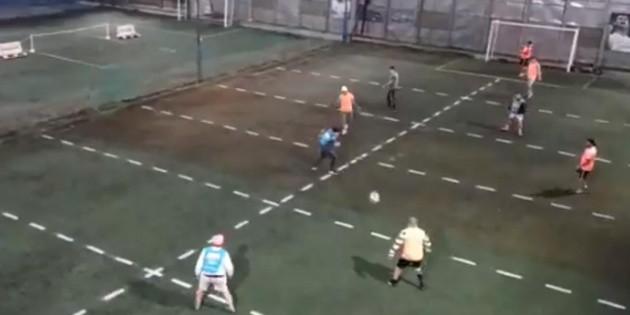 Partido de futbol con ''sana distancia'' se hace viral