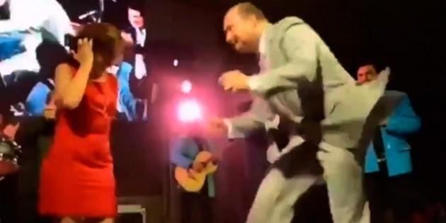 Hacen bailar a César Duarte