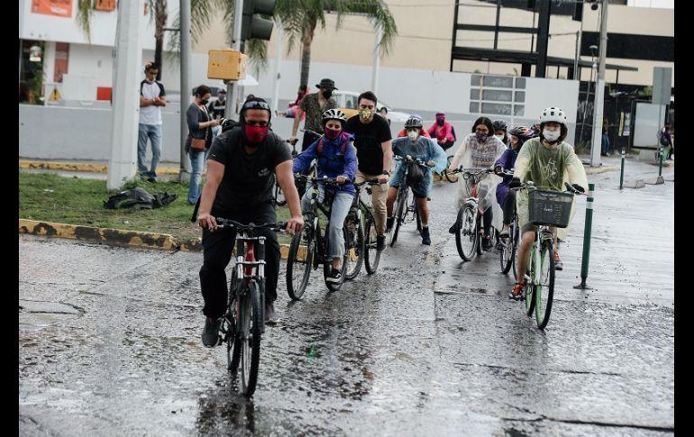 Fue hacia las 17:30 horas que los manifestantes tomaron la ciclovía para circular sobre ella. EL INFORMADOR/G. Gallo