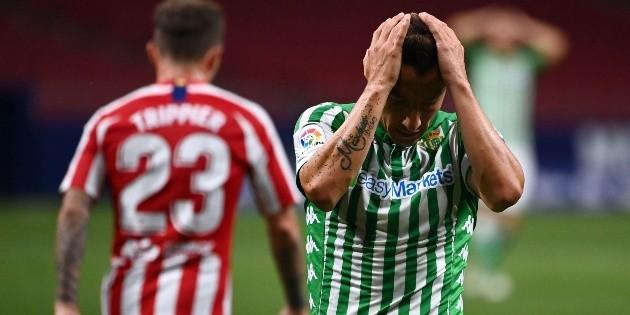 Guardado y las dos caras del futbol, de rozar el gol a irse lesionado