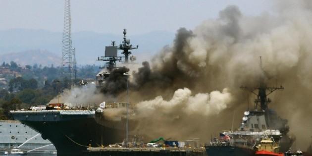 Hay 21 lesionados tras un incendio en un buque naval anclado en San Diego