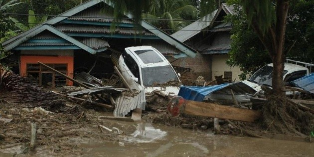 Mueren 10 personas tras repentinas inundaciones en Indonesia
