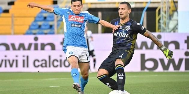 Hirving Lozano regresa al once titular, pero el Nápoles cae en Parma
